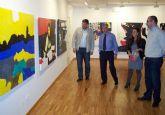 El pintor Ángel Martínez muestra en Águilas la exposición solidaria 'Luz 0,0'