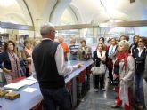 Los jubilados se empapan de la historia del archivo municipal
