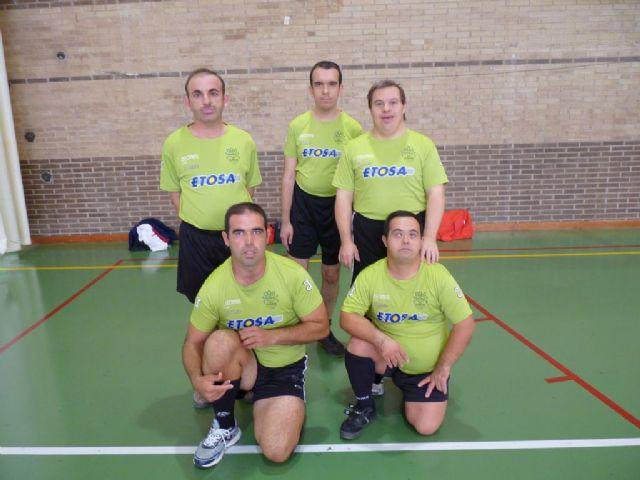 Diez usuarios del Centro Ocupacional Jos� Moy� Trilla representaron a Totana en el Campeonato Regional de Naloncesto de Juegos Especiales, Foto 3