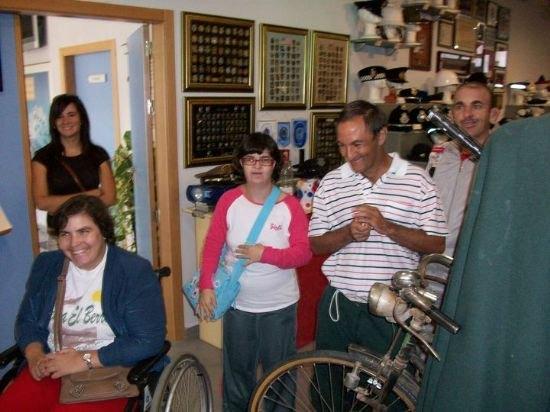 Los alumnos del Centro de D�a de discapacidad intelectual Jos� Moya Trilla visitan el Museo de la Polic�a Local, Foto 2
