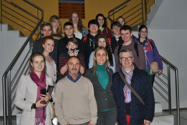 La concejala Educación recibe a un grupo de estudiantes escoceses de intercambio en San Javier - 1, Foto 1