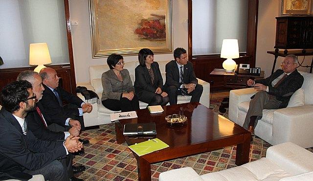 El presidente de la Comunidad, Ramón Luis Valcárcel, se reúne con alcaldes de la Mancomunidad Turística de Sierra Espuña, Foto 1