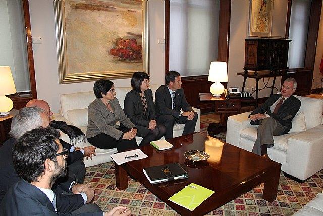 El presidente de la Comunidad, Ramón Luis Valcárcel, se reúne con alcaldes de la Mancomunidad Turística de Sierra Espuña, Foto 2