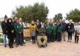 El taller de empleo de Aidemar reforma un jardín en la avenida de El Puerto