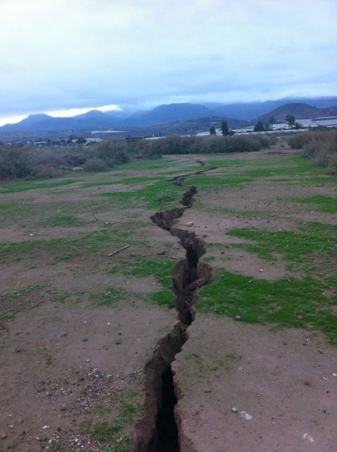 The City Council requested the presence of Totana technical Geological Survey to the surprising appearance of a crack of more than 300 meters long, Foto 3
