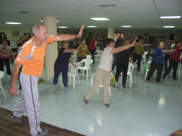 El Programa Municipal de Gimnasia para Mayores ofertado por la concejalía de Deportes comenzó el pasado mes de octubre con un éxito de participación, Foto 1