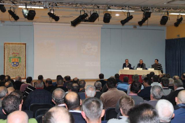 El Concejal de Agricultura Francisco Pérez informó a un salón de actos repleto de agricultores sobre las distintas acciones y ayudas a la agricultura - 1, Foto 1