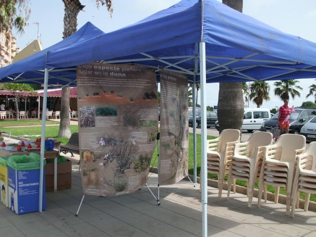 La concejalía de Medio Ambiente lleva la exposición Dunas, un mar de arena a colegios e institutos del municipio - 1, Foto 1