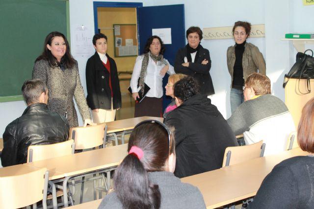 El Ayuntamiento promueve cursos para favorecer la promoción personal y facilitar la integración social, Foto 1