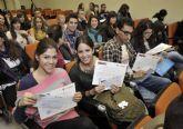 Alumnos de titulaciones sanitarias reciben los diplomas de las becas de prácticas rurales