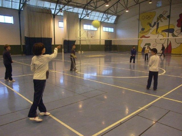 La concejalía de Deportes ha puesto en marcha la fase local de baloncesto, balonmano, futbol sala y voleibol de Deporte Escolar - 1, Foto 1