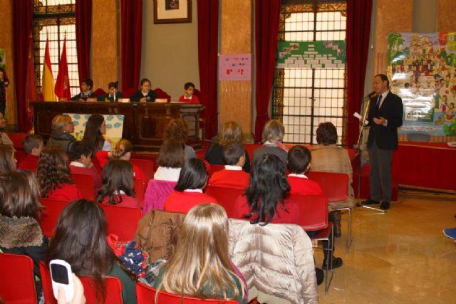 168 escolares sustituyen a los concejales en el Pleno para debatir sobre sus derechos - 1, Foto 1