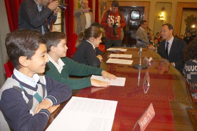 168 escolares sustituyen a los concejales en el Pleno para debatir sobre sus derechos - 3, Foto 3