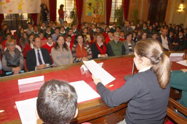 168 escolares sustituyen a los concejales en el Pleno para debatir sobre sus derechos - 4, Foto 4