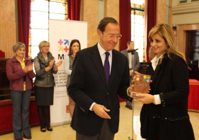 El Alcalde entrega el premio Murcia en Igualdad a dos magistradas de los Juzgados de Violencia sobre la Mujer - 3, Foto 3