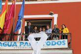 El balc�n principal del Ayuntamiento luce un lazo en solidaridad contra la violencia de g�nero