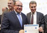 El Comisario de Energía de la UE entrega al Alcalde el Certificado de la European Energy Award (eeaR)