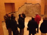 La confederación de empresarios de lorca visita el parque arqueológico del castillo y la sinagoga