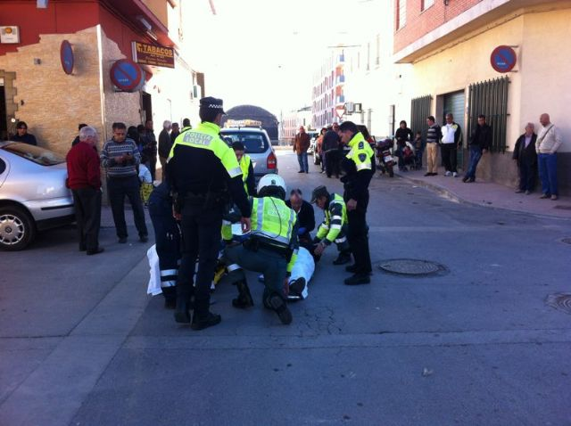 "Wounded a local police officer who was struck by a vehicle failing to yield the right in the ""La Turra"""