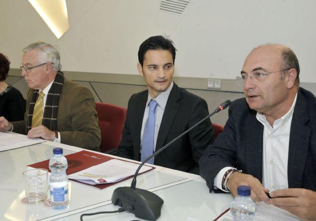 La Universidad de Murcia firma un convenio para la formación en materia deportiva - 1, Foto 1