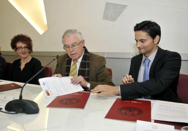 La Universidad de Murcia firma un convenio para la formación en materia deportiva - 2, Foto 2