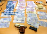 La Policía Nacional intercepta en un control a tres jóvenes con una pistola y 27.500 euros en moneda falsificada