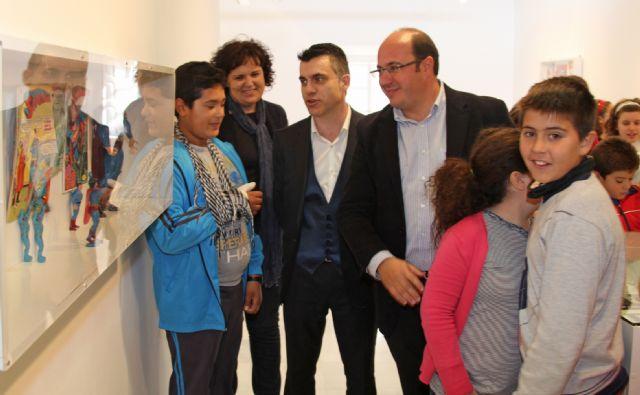 El Alcalde y el Director General de Industrias Culturales y de las Artes visitan la exposición El Cómic: Historia del Arte invisible que se expone en la Casa de los Duendes - 1, Foto 1