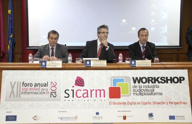 El director General de Patrimonio, Informática y Telecomunicaciones de la CARM, Eduardo Linares, hoy en la UCAM - 1, Foto 1
