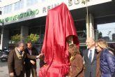 El grupo escultórico San Juan de Dios recupera su ubicación frente al Hospital Reina Sofía