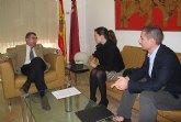 Reunión del consejero Manuel Campos con la alcaldesa de Fortuna
