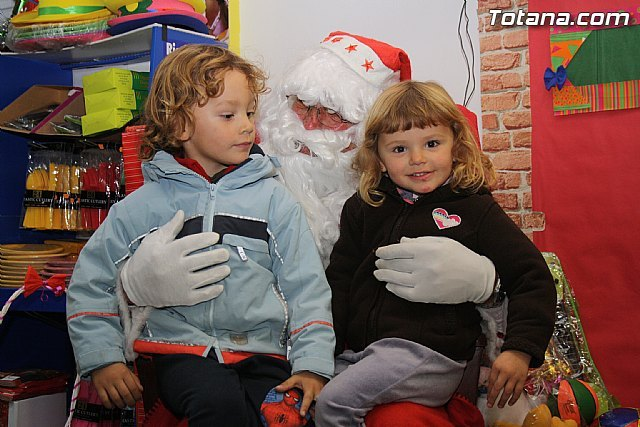 Santa Claus will visit World Piñatas to collect letters from the little ones of the house, Foto 1