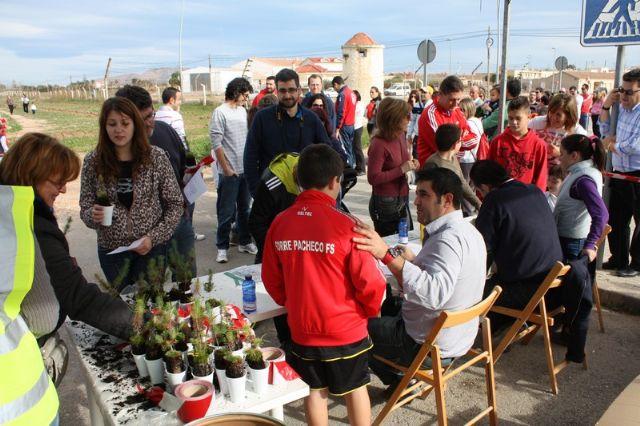 Éxito de participación en la plantación de pinos para crear el primer pulmón urbano de Torre-Pacheco - 3, Foto 3