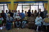 Autoridades municipales visitan a personas mayores para felicitarles la Navidad