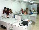 Mujer publica las listas de admitidas a los Cursos de Informática