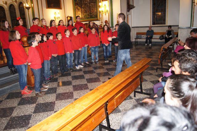 "The Choir School CEIP ""Santa Eulalia"" held a Christmas concert in the parish of ""The Three Hail Marys"", Foto 2"