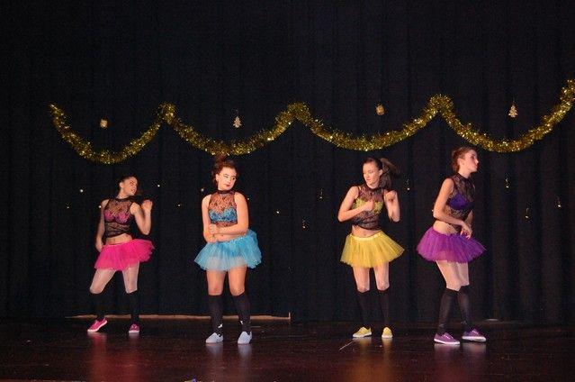 Las Peñas Báilalo y Entre Aguas de Alguazas marcan a ritmo de baile el compás de la Navidad local - 1, Foto 1