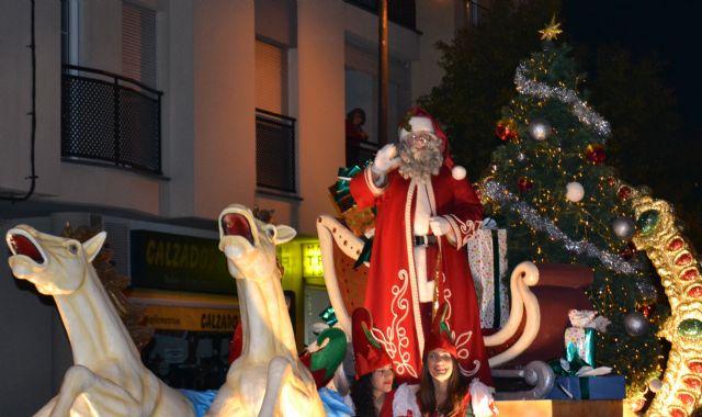 Papá Noel reparte cientos de regalos a los niños pinatarenses en la carpa municipal - 3, Foto 3