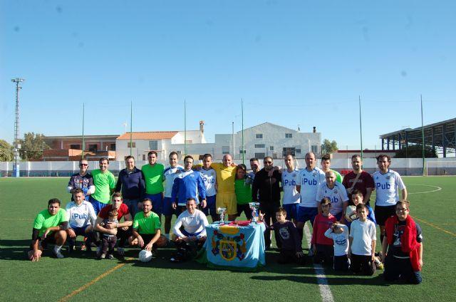Un ambiente de compañerismo y juego limpio preside el Trofeo de Navidad de Fútbol Veteranos Villa de Alguazas - 2, Foto 2