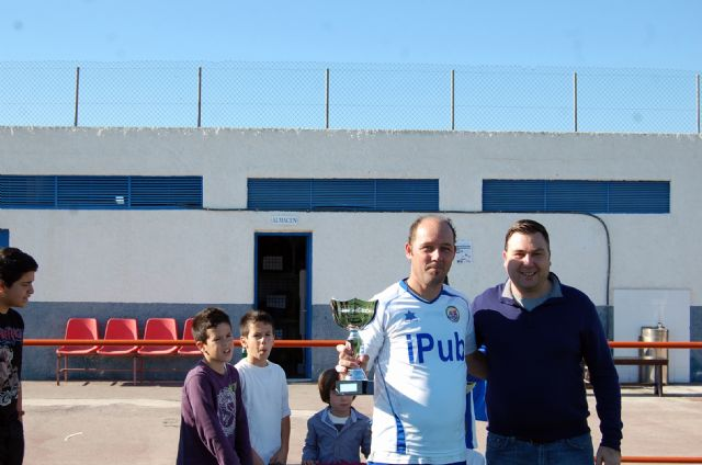 Un ambiente de compañerismo y juego limpio preside el Trofeo de Navidad de Fútbol Veteranos Villa de Alguazas - 4, Foto 4