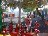 La Escuela Infantil 'Reina Sofía' de Alguazas recibe la visita inesperada de Papá Noel