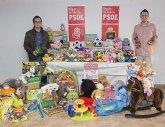 El PSOE y Juventudes Socialistas de La Unión recogen más de 2.000 kilos de alimentos y 200 juguetes en su campaña 'Navidad Solidaria'