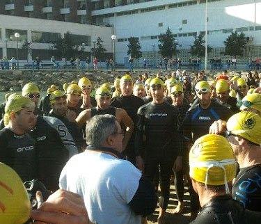 Dos totaneros participaron en la XX Travesía de Navidad a nado en Alicante - 2, Foto 2
