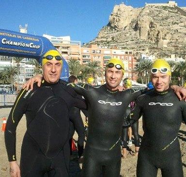 Dos totaneros participaron en la XX Travesía de Navidad a nado en Alicante - 3, Foto 3