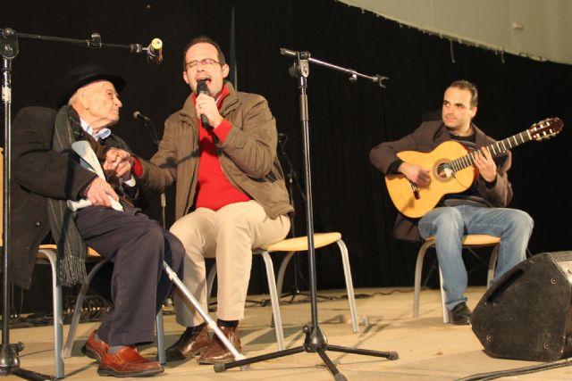 El cantaor Curro Piñana y el Tío Juan Rita participaron en el Encuentro de Cuadrillas Solidario de Navidad celebrado en Puerto Lumbreras - 4, Foto 4