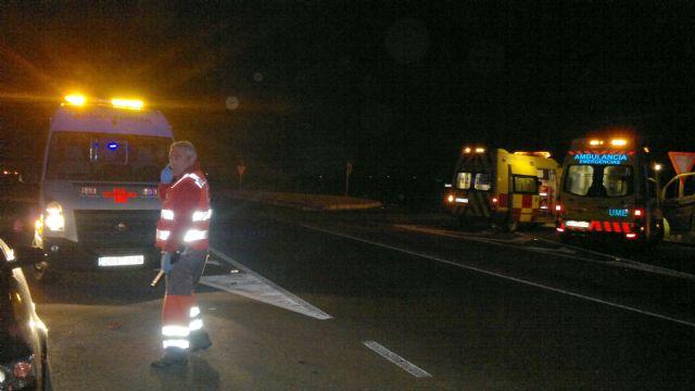 Cruz Roja de Águilas asiste un grave accidente de tráfico en la carretera MU 620 que une la pedanía lorquina de Purias con Pulpí - 1, Foto 1