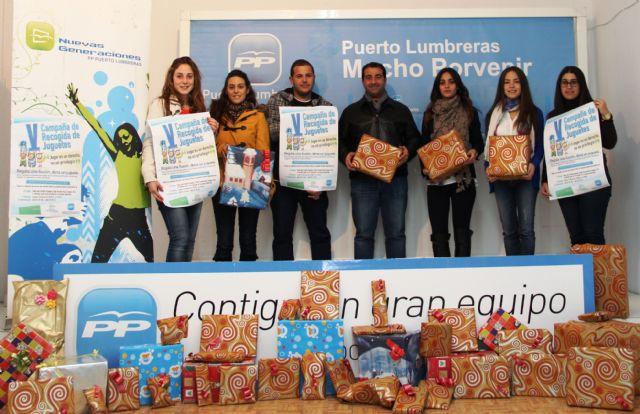 Jóvenes de NNGG del Partido Popular de Puerto Lumbreras reparte 500 juguetes a niños de más de un centenar de familias desfavorecidas - 1, Foto 1