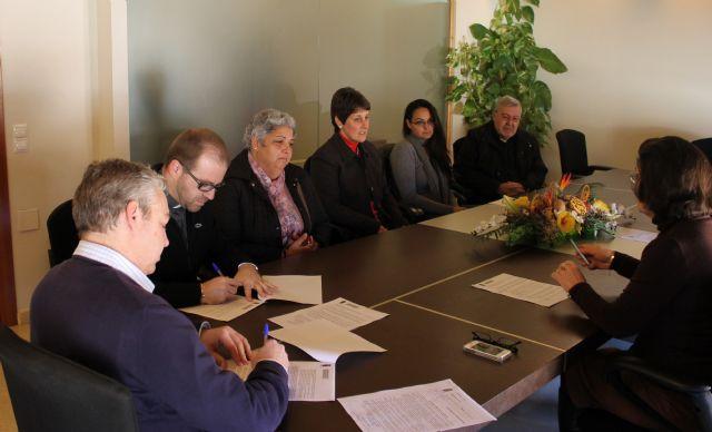 El ayuntamiento firma convenios de colaboración con Cáritas de Mazarrón y Puerto, Foto 1