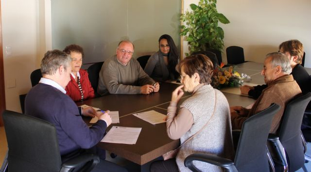 El ayuntamiento firma convenios de colaboración con Cáritas de Mazarrón y Puerto, Foto 2