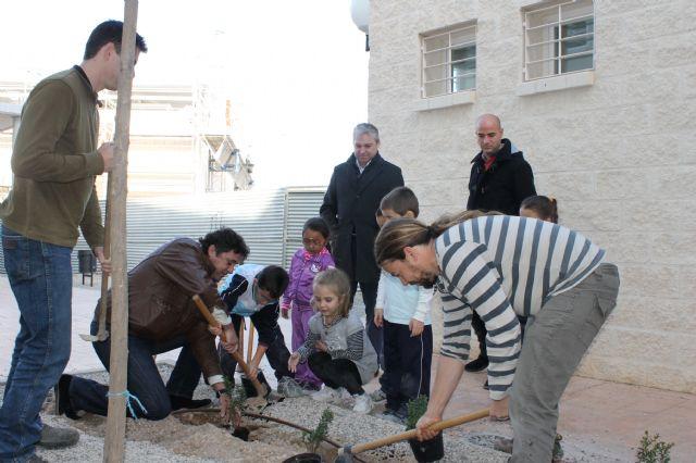 El CEIP Miguel Delibes contará un jardín botánico de plantas autóctonas - 1, Foto 1