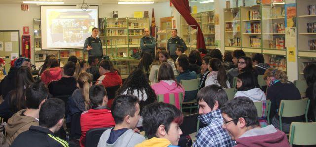 La Guardia Civil imparte charlas informativas sobre seguridad a los alumnos del IES Rambla de Nogalte - 1, Foto 1